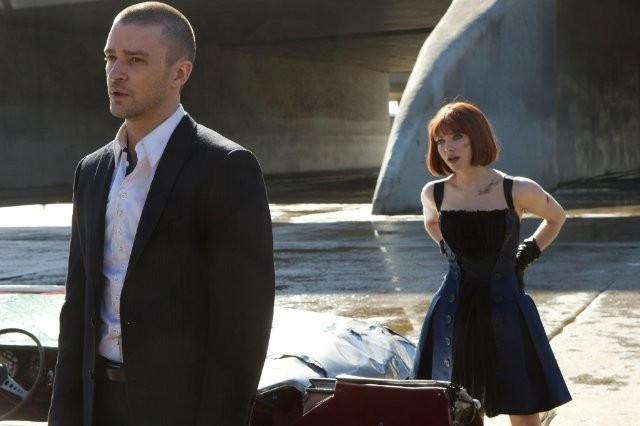 In Time: Justin Timberlake accanto ad Amanda Seyfried in una scena