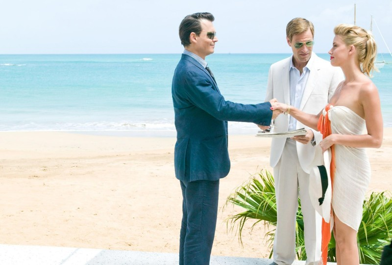 Johnny Depp in The Rum Diary insieme ad Aaron Eckhart e Amber Heard