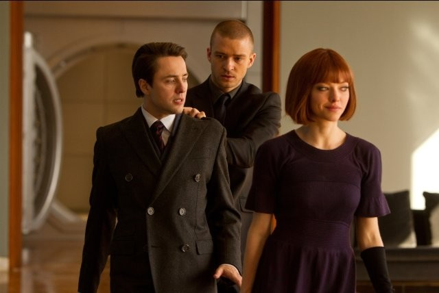 Justin Timberlake e Amanda Seyfried in 'In Time' con Vincent Kartheiser