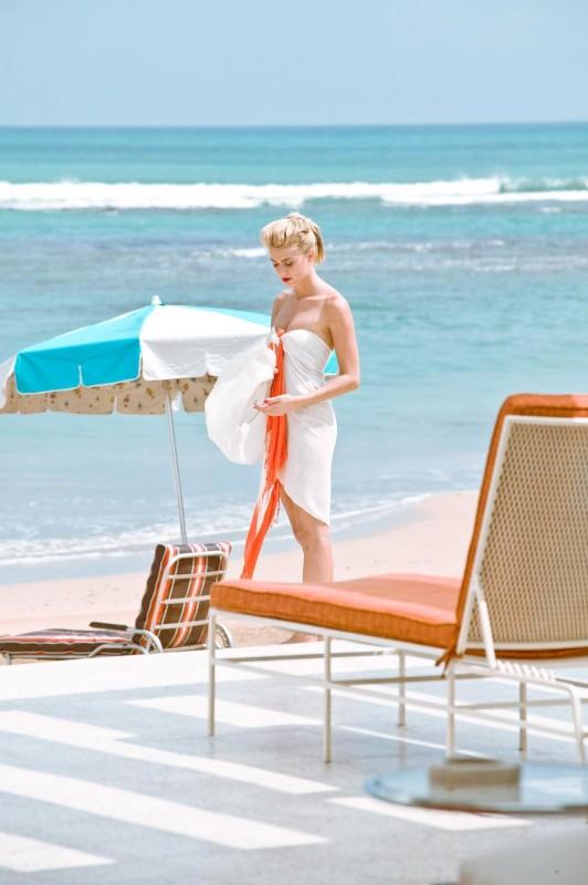 The Rum Diary: Amber Heard in spiaggia