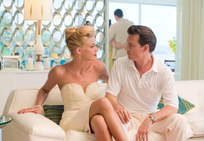 The Rum Diary: Johnny Depp con Amber Heard in una scena