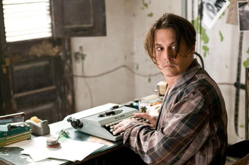 The Rum Diary: Johnny Depp con la macchina da scrivere
