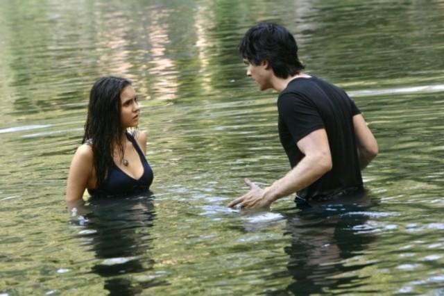 The Vampire Diaries: Nina Dobrev ed Ian Somerhalder nell'episodio The Hybrid