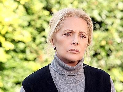 Virna Lisi in una scena della miniserie La donna che ritorna
