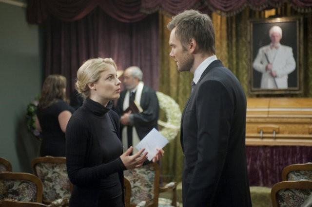 Community: Gillian Jacobs e Joel McHale nell'episodio Advanced Gay