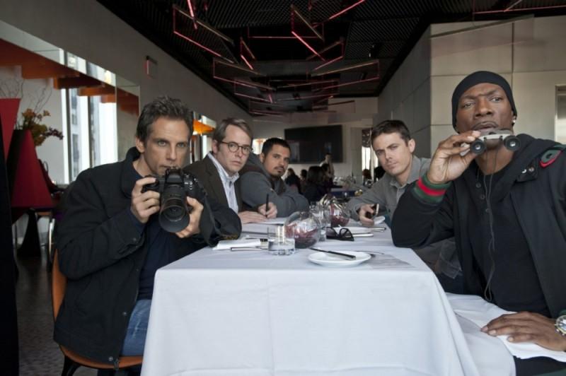Ben Stiller, Matthew Broderick, Michael Peña, Casey Affleck e Eddie Murphy in una scena di Tower Heist: Colpo ad alto livello