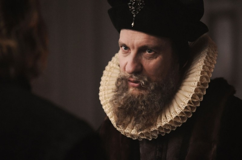 David Thewlis nei panni di William Cecil in una scena di Anonymous