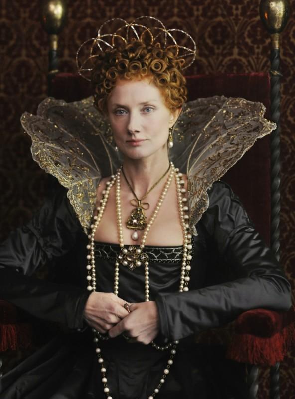 Joely Richardson è la giovane Regina Elisabetta in una foto promozionale del film Anonymous