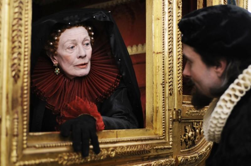 Vanessa Redgrave insieme a Edward Hogg in una scena di Anonymous