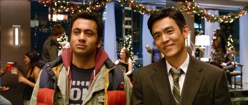 A Very Harold & Kumar Christmas: John Cho e Kal Penn in una scena