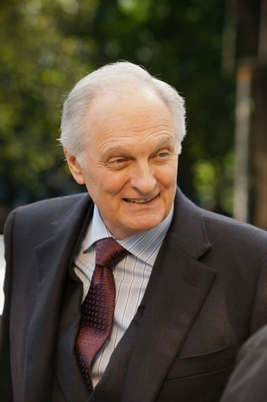 Alan Alda in una scena dell'action Tower Heist: Colpo ad alto livello