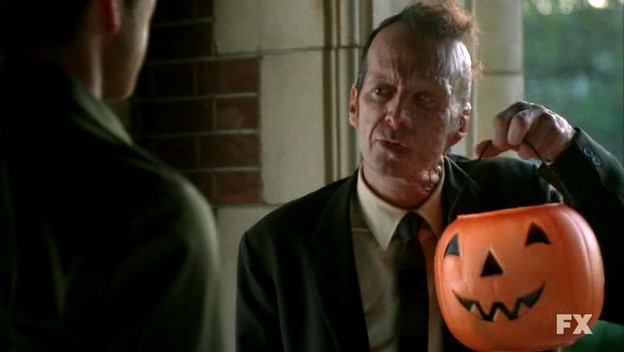 American Horror Story: Denis O'Hare nell'episodio Halloween - part 1 (stagione 1)