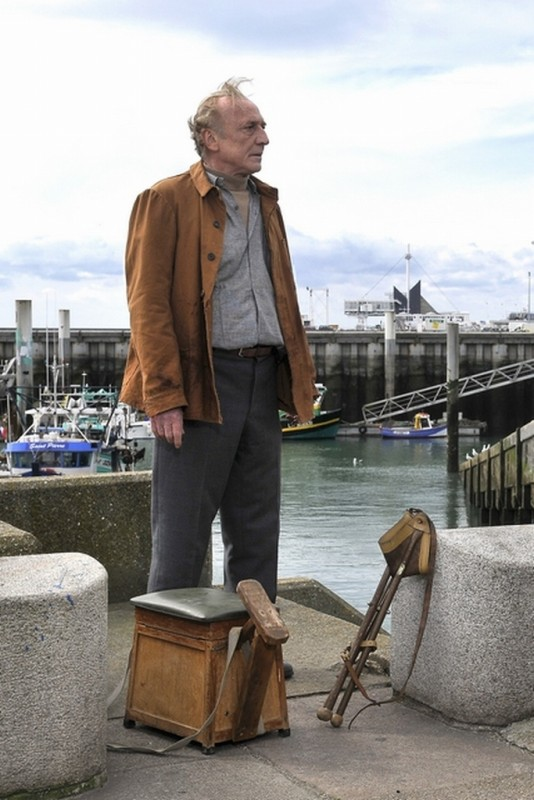 André Wilms in una scena del film drammatico Miracolo a Le Havre