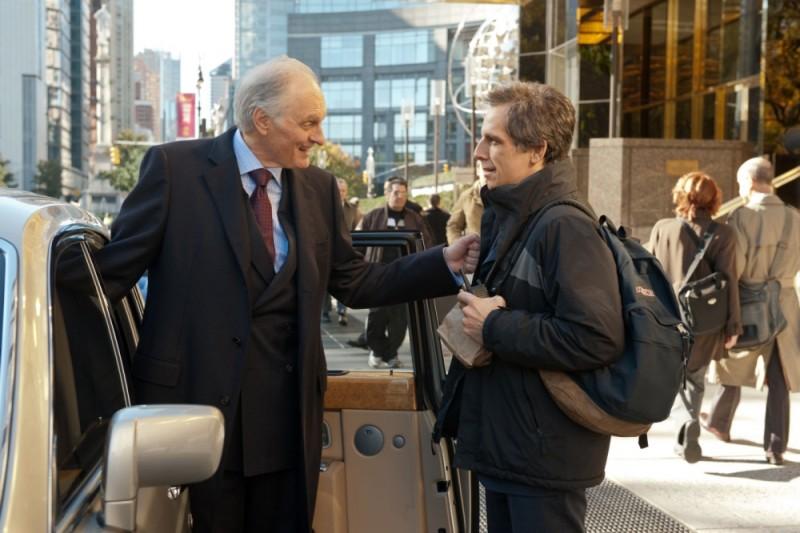 Ben Stiller insieme ad Alan Alda in una scena di Tower Heist: Colpo ad alto livello