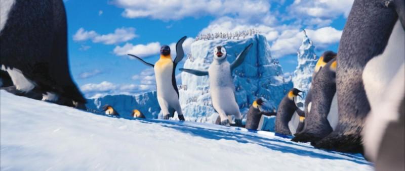 Happy Feet 2 in 3D: Gloria e Mambo danzano sul ghiaccio in una scena del film