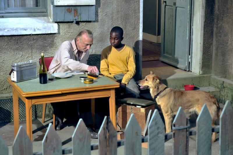 Miracolo a Le Havre: André Wilms e Blondin Miguel in una toccante scena del film