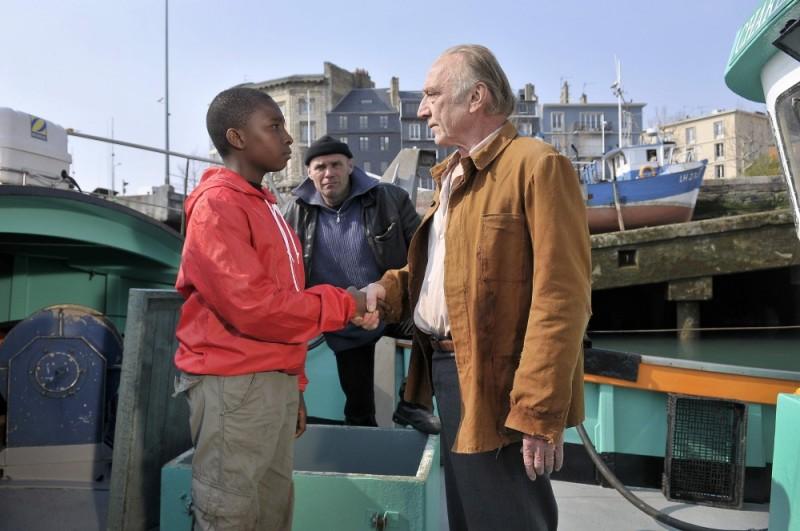 Miracolo a Le Havre: Blondin Miguel e André Wilms in una scena del film