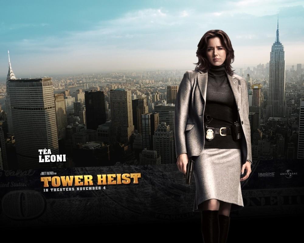 Téa Leoni in un character wallpaper del film Tower Heist: Colpo ad alto livello