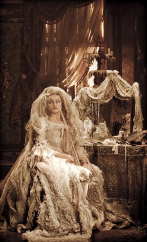 Helena Bonham Carter nel ruolo della fantasmatica Miss Havisham in Great Expectations
