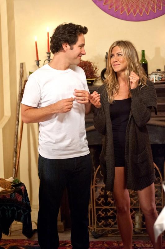 Paul Rudd e Jennifer Aniston in una simoatica immagine dell'avventuroso Wanderlust