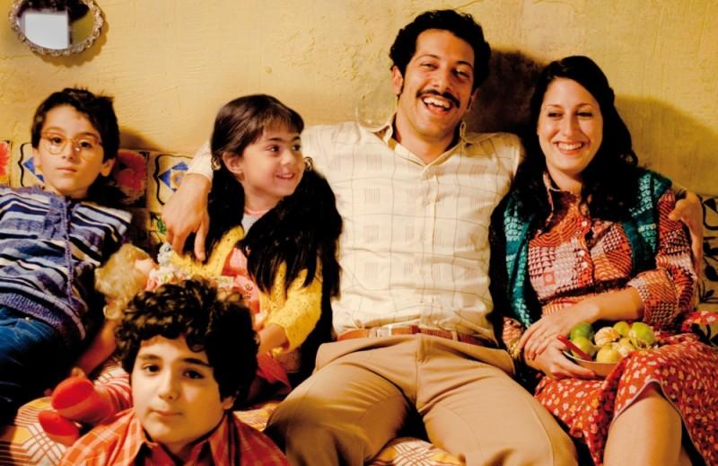 Almanya - La mia famiglia va in Germania: Demet Gül e Fahri Ogün Yardim in una scena del film