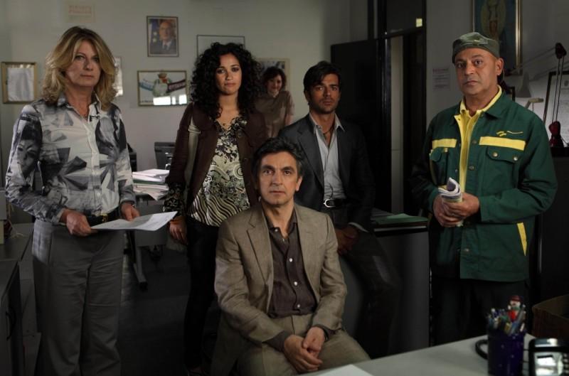 Finocchiaro, Akkari, Salemme, Argentero, Shapi in una foto promozionale di Lezioni di cioccolato 2