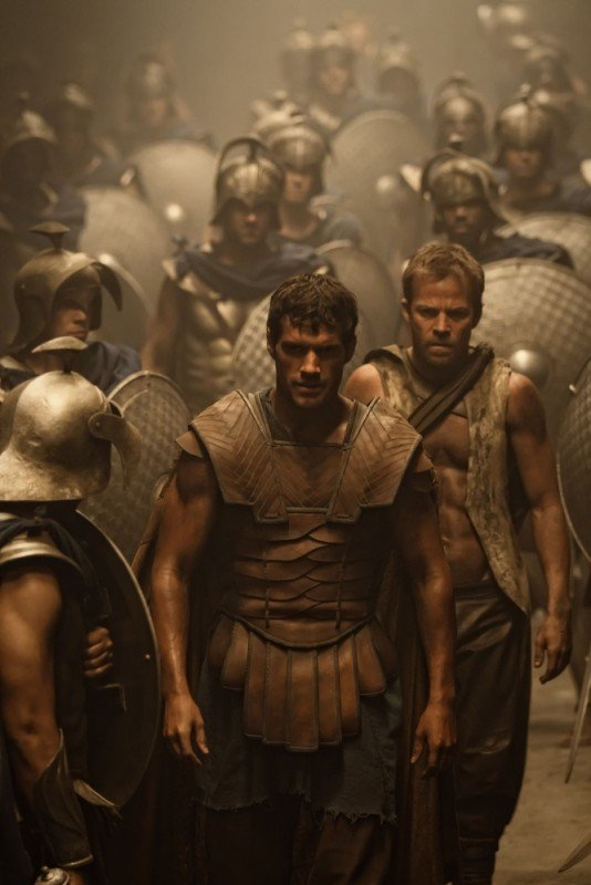 Henry Cavill è Teseo in una suggestiva immagine del film epico Immortals 3D