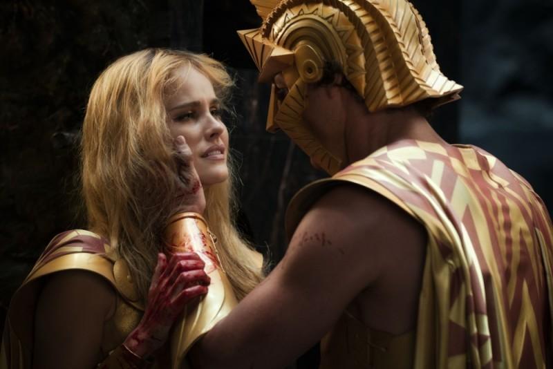 Isabel Lucas in una scena tratta dal film epico Immortals 3D