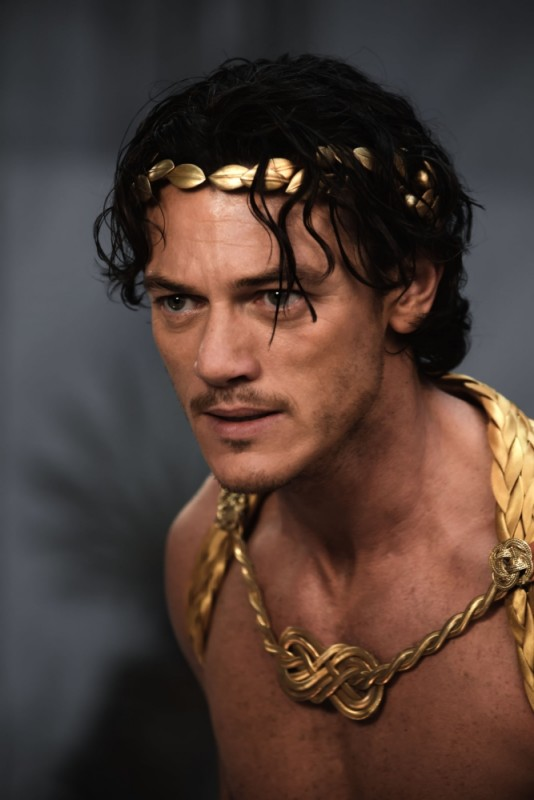Luke Evans in una scena del film epico Immortals 3D