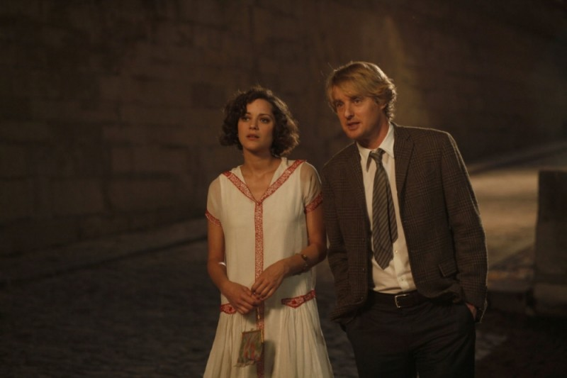 Marion Cotillard insieme a Owen Wilson in una scena di Midnight in Paris