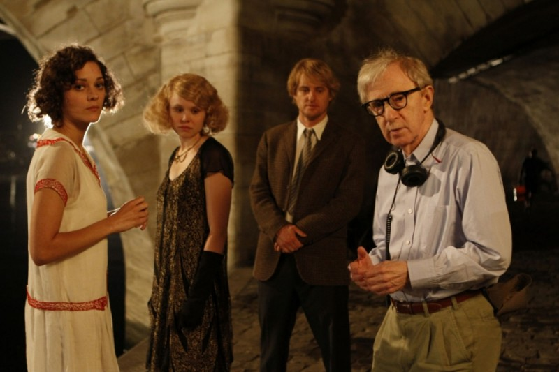 Marion Cotillard, Owen Wilson e Alison Pill insieme a Woody Allen sul set di Midnight in Paris