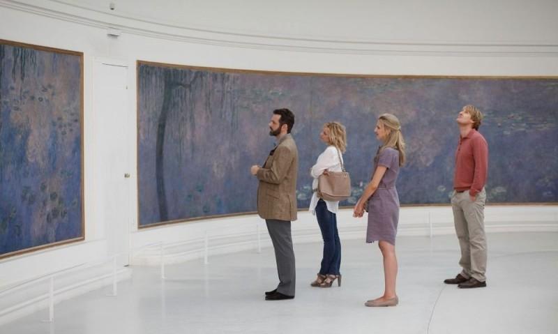 Owen Wilson, Rachel McAdams, Nina Arianda e Michael Sheen in una scena di Midnight in Paris