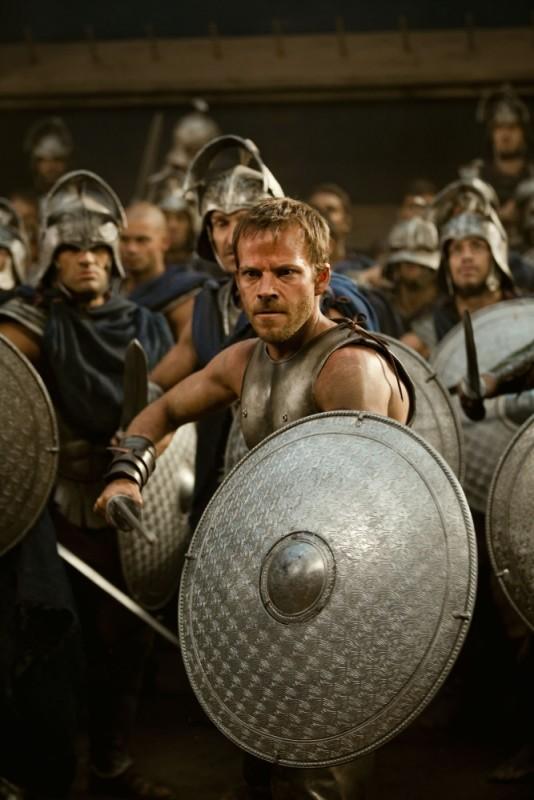 Stephen Dorff è Stavros durante un combattimento del film epico Immortals 3D