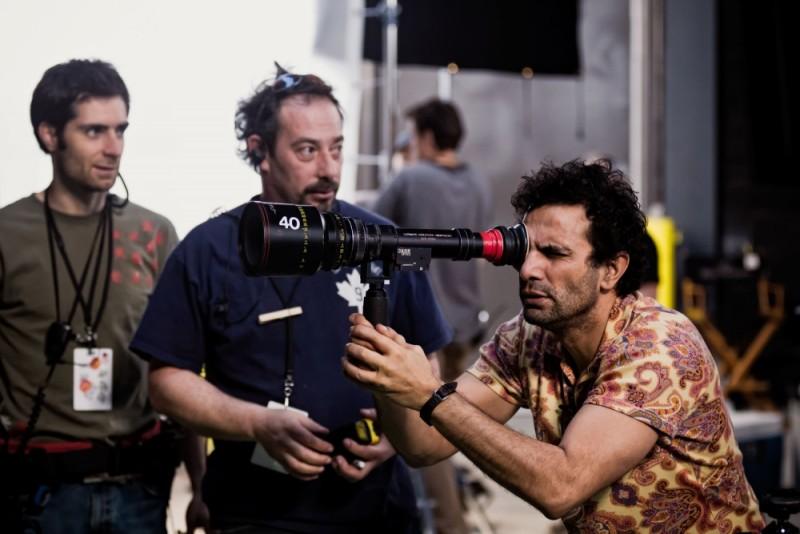 Tarsem Singh insieme alla sua macchina da presa sul set del film Immortals 3D