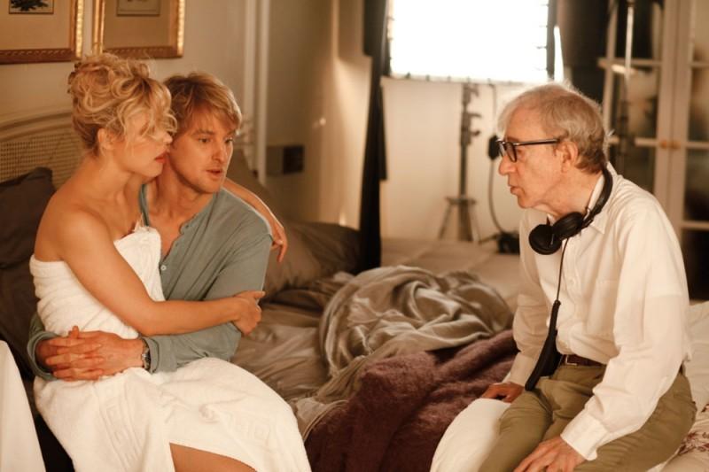 Woody Allen insieme a Rachel McAdams e Owen Wilson sul set di Midnight in Paris