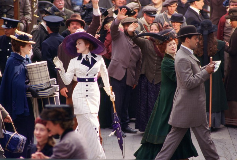 Titanic in 3D: Kate Winslet in una scena del film insieme a Frances Fisher