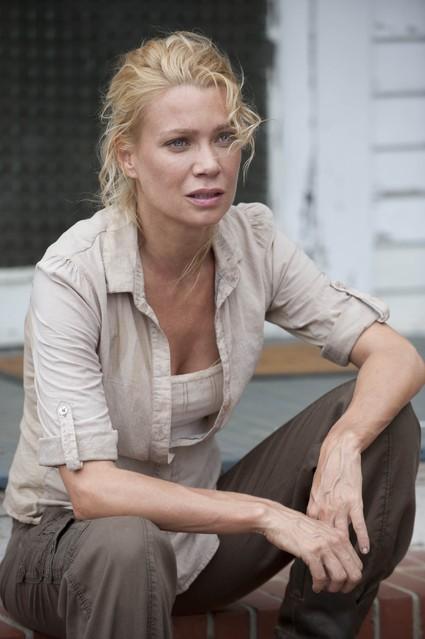 The Walking Dead: Laurie Holden in una scena dell'episodio Chupacabra