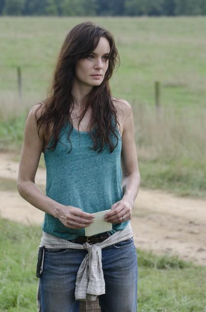 The Walking Dead: Sarah Wayne Callies in una scena dell'episodio La rosa di Cherokee