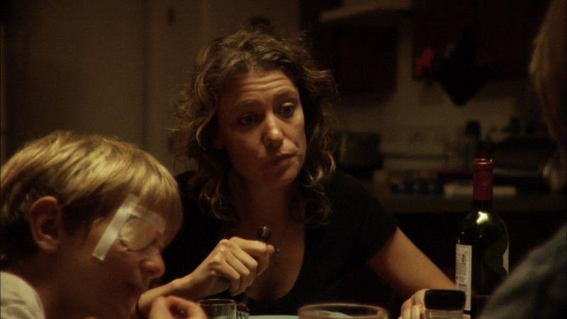 A little closer: Sayra Player e Parker Lutz in una scena del film