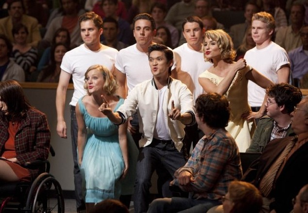 Glee: Heather Morris, Harry Shum jr. e Dianna Agron in una scena dell'episodio The First Time