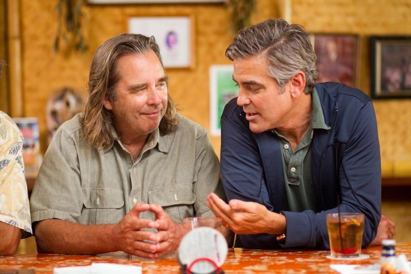 George Clooney e Beau Bridges in una scena del film The Descendants