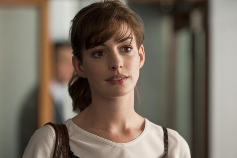 La bellissima Anne Hathaway in una scena del romantico One Day