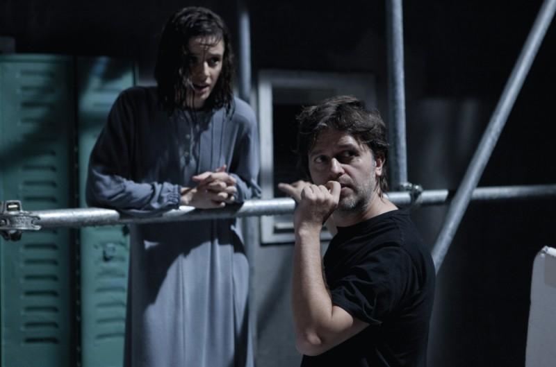 Pilar López de Ayala sul set di Intruders insieme al regista Juan Carlos Fresnadillo
