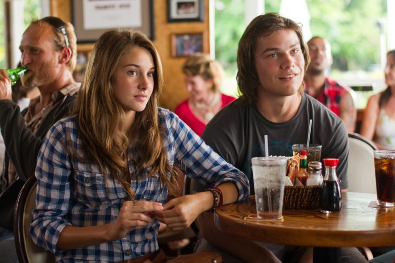 The Descendants: Shailene Woodley e Nick Krause in una scena del film