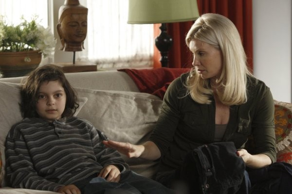Parenthood: Monica Potter e Max Burkholder nell'episodio Date Night