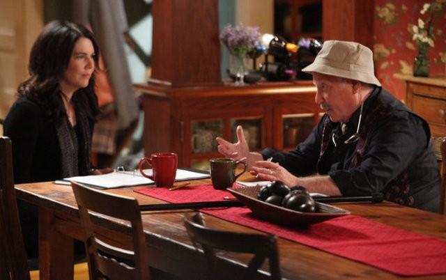 Parenthood: Richard Dreyfuss e Lauren Graham nell'episodio New Plan