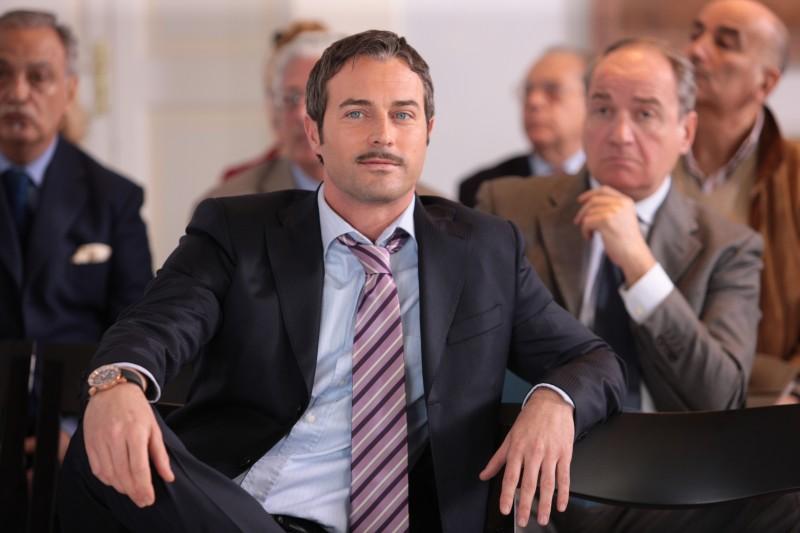 Flavio Montrucchio in una scena della serie di Canale 5, Baciati dall'amore