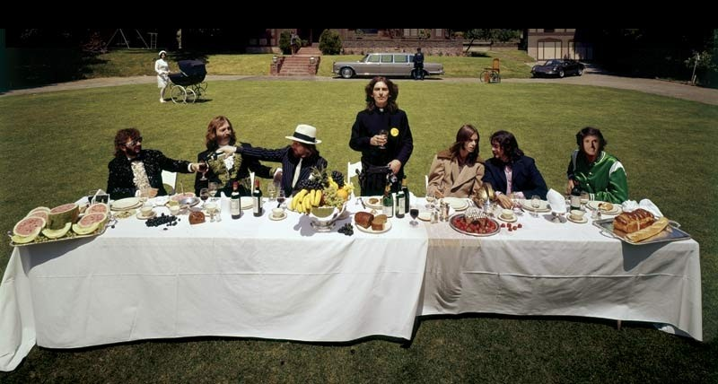 George Harrison: Living in the Material World, una foto di gruppo dall'album privato di George Harrison