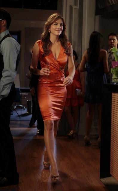 Gossip Girl: Elizabeth Hurley in una scena dell'episodio I Am Number Nine