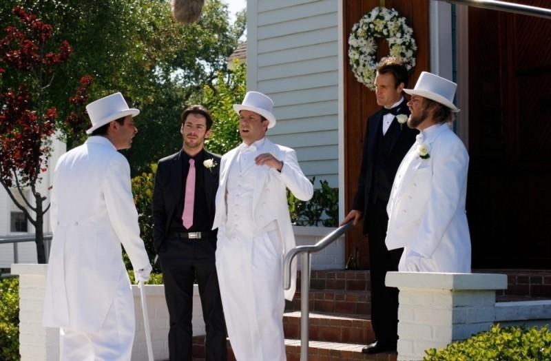 Jason Sudeikis e Tyler Labine in una scena di A good old fashioned orgy insieme a Martin Starr e Will Forte